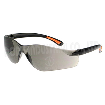One piece wrap around protective eyewear
