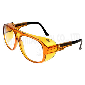 Protective spectacles with acetate frame and nylon temple